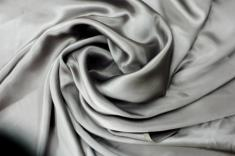 Crepe envers satin stretch gris fonçé