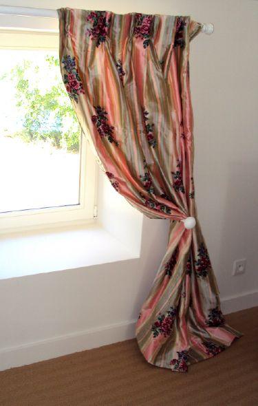 Double-rideaux en taffetas de soie rayé et rebrodé sur-mesure
