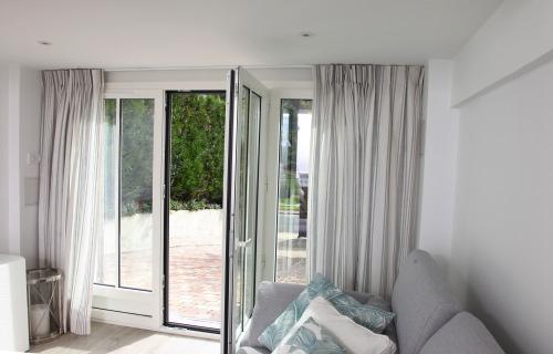r alisation de rideaux voilages stores doubles rideaux. Black Bedroom Furniture Sets. Home Design Ideas